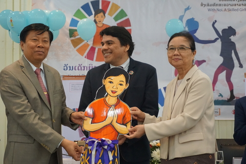 (Right) H.E Madame Sengdeuan Lachanthaboune, Minister of Education and Sports, (Middle) UNFPA Representative a.i. Mr. Victor Valdivieso, (Left) Vice-Minister of Health, Dr. Phouthone Muangpak